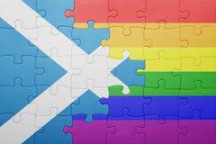 Déconcertez avec le drapeau national de l'Ecosse et du drapeau gai Photographie stock