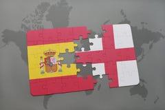 déconcertez avec le drapeau national de l'Espagne et de l'Angleterre sur un fond de carte du monde Photographie stock