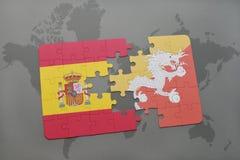 déconcertez avec le drapeau national de l'Espagne et du Bhutan sur un fond de carte du monde Photo stock