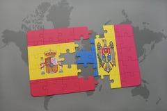 déconcertez avec le drapeau national de l'Espagne et du Moldau sur un fond de carte du monde Photo libre de droits