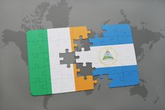 déconcertez avec le drapeau national de l'Irlande et du Nicaragua sur une carte du monde Image stock