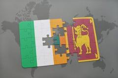 déconcertez avec le drapeau national de l'Irlande et du Sri Lanka sur une carte du monde Photographie stock
