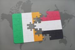 déconcertez avec le drapeau national de l'Irlande et du Yémen sur une carte du monde Photo stock