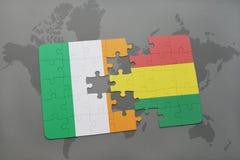 déconcertez avec le drapeau national de l'Irlande et de la Bolivie sur une carte du monde Images stock