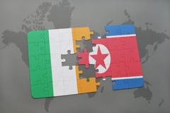 déconcertez avec le drapeau national de l'Irlande et de la Corée du Nord sur une carte du monde Photos libres de droits