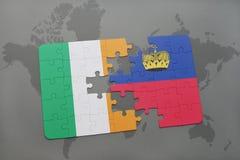 déconcertez avec le drapeau national de l'Irlande et de la Liechtenstein sur un fond de carte du monde Photographie stock libre de droits