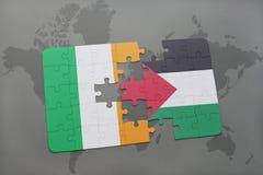 déconcertez avec le drapeau national de l'Irlande et de la Palestine sur une carte du monde Photos libres de droits
