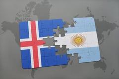 déconcertez avec le drapeau national de l'Islande et de l'Argentine sur une carte du monde Image stock