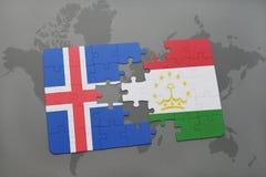 déconcertez avec le drapeau national de l'Islande et du Tadjikistan sur une carte du monde Photographie stock libre de droits