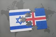 déconcertez avec le drapeau national de l'Israël et de l'Islande sur un fond de carte du monde Images libres de droits