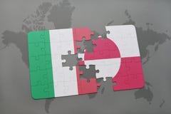 déconcertez avec le drapeau national de l'Italie et du Groenland sur un fond de carte du monde Image stock