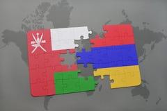 déconcertez avec le drapeau national de l'Oman et de l'Arménie sur un fond de carte du monde Photo stock