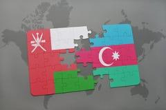 déconcertez avec le drapeau national de l'Oman et de l'Azerbaïdjan sur un fond de carte du monde Photo stock