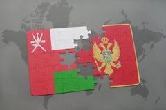 déconcertez avec le drapeau national de l'Oman et du Monténégro sur un fond de carte du monde Photographie stock libre de droits