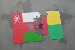 déconcertez avec le drapeau national de l'Oman et de la Guinée-Bissau sur un fond de carte du monde Images stock