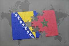 déconcertez avec le drapeau national de la Bosnie-Herzégovine et du Maroc sur une carte du monde Image stock