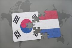 déconcertez avec le drapeau national de la Corée du Sud et des Hollandes sur un fond de carte du monde Images libres de droits