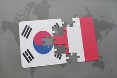déconcertez avec le drapeau national de la Corée du Sud et du Pérou sur un fond de carte du monde Photo libre de droits