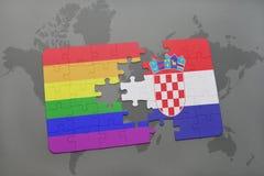 déconcertez avec le drapeau national de la Croatie et le drapeau gai d'arc-en-ciel sur un fond de carte du monde Photo libre de droits