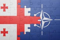 Déconcertez avec le drapeau national de la Géorgie et de l'OTAN Photos libres de droits