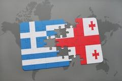 déconcertez avec le drapeau national de la Grèce et de la Géorgie sur un fond de carte du monde Photos libres de droits