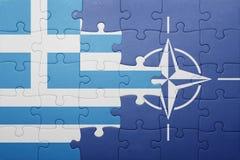 Déconcertez avec le drapeau national de la Grèce et de l'OTAN Photos libres de droits