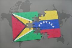 déconcertez avec le drapeau national de la Guyane et du Venezuela sur un fond de carte du monde Image libre de droits