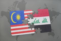 déconcertez avec le drapeau national de la Malaisie et de l'Irak sur un fond de carte du monde Photos stock