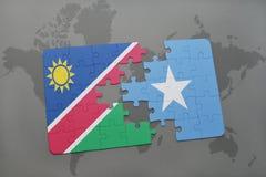 déconcertez avec le drapeau national de la Namibie et de la Somalie sur une carte du monde Photos stock