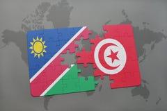 déconcertez avec le drapeau national de la Namibie et de la Tunisie sur une carte du monde Photos stock