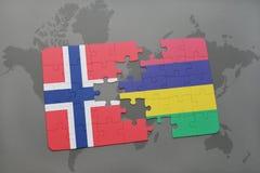 déconcertez avec le drapeau national de la Norvège et des îles Maurice sur une carte du monde Images libres de droits