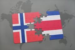 déconcertez avec le drapeau national de la Norvège et du Costa Rica sur une carte du monde Photos libres de droits