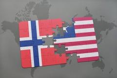 déconcertez avec le drapeau national de la Norvège et du Libéria sur une carte du monde Image libre de droits