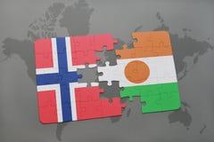 déconcertez avec le drapeau national de la Norvège et du Niger sur une carte du monde Image stock