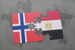 déconcertez avec le drapeau national de la Norvège et de l'Egypte sur une carte du monde Photographie stock