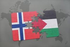 déconcertez avec le drapeau national de la Norvège et de la Palestine sur une carte du monde Photos libres de droits