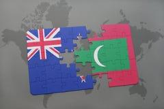 déconcertez avec le drapeau national de la Nouvelle Zélande et des Maldives sur un fond de carte du monde Images stock