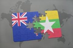 déconcertez avec le drapeau national de la Nouvelle Zélande et du myanmar sur un fond de carte du monde Photographie stock libre de droits