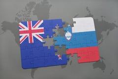 déconcertez avec le drapeau national de la Nouvelle Zélande et de la Slovénie sur un fond de carte du monde Images libres de droits