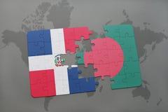 déconcertez avec le drapeau national de la République Dominicaine et du Bangladesh sur une carte du monde illustration libre de droits
