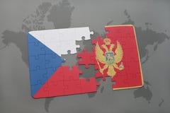déconcertez avec le drapeau national de la République Tchèque et du Monténégro sur un fond de carte du monde Image libre de droits