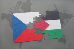 déconcertez avec le drapeau national de la République Tchèque et de la Palestine sur une carte du monde Photos stock