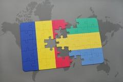 déconcertez avec le drapeau national de la Roumanie et du Gabon sur une carte du monde Photos stock