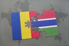 déconcertez avec le drapeau national de la Roumanie et de la Gambie sur une carte du monde Photographie stock