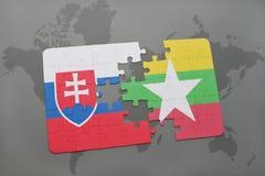 déconcertez avec le drapeau national de la Slovaquie et du myanmar sur une carte du monde Image libre de droits