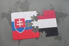déconcertez avec le drapeau national de la Slovaquie et du Yémen sur une carte du monde Images libres de droits