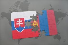déconcertez avec le drapeau national de la Slovaquie et de la Mongolie sur une carte du monde Image stock