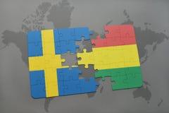 déconcertez avec le drapeau national de la Suède et de la Bolivie sur un fond de carte du monde Images stock