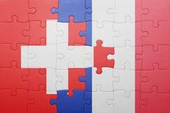 Déconcertez avec le drapeau national de la Suisse et des Frances Photos stock