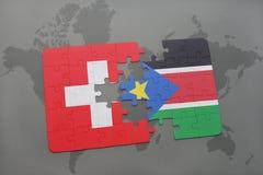 déconcertez avec le drapeau national de la Suisse et des sud Soudan sur un fond de carte du monde Photos stock